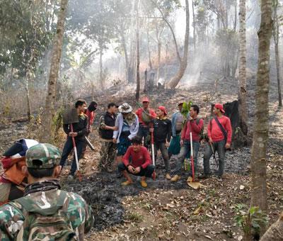 ภาพการทำงานของเจ้าหน้าที่ทีมงานดับไฟป่า